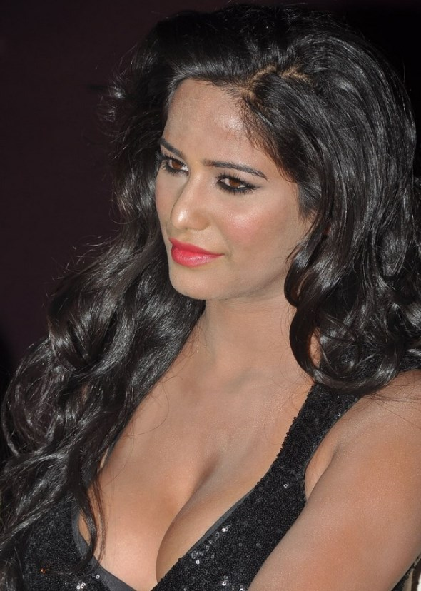 Poonam Pandey Hot-showbizbites-03