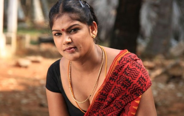 sowdharya-hot-showbizbites-01