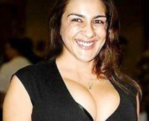 PIX: Saif Ali Khan's Ex-Wife Amrita Singh Shows Deepest Cleavage