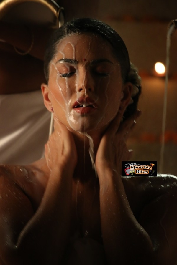 Movies Blog: Sunny Leone bathes in 100 lts of Milk for her