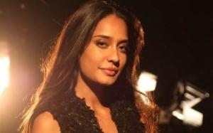 Lisa Haydon Lashes Back at Kamal Rashid Khan