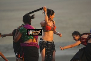 Photos: Hot Sunny Leone in a Playful Mood, Hmmmm