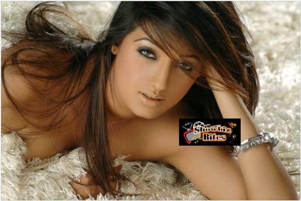 Brinda Parekh Cleavage-10