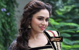 Amruta Khanvilkar Steals Remo D' Souza Heart, Hmmmm….How?