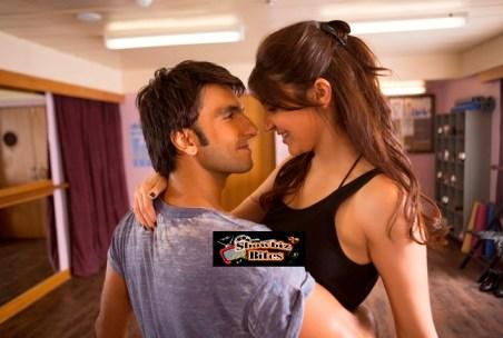 Hot Kiss Scene in Dil Dhakane Do