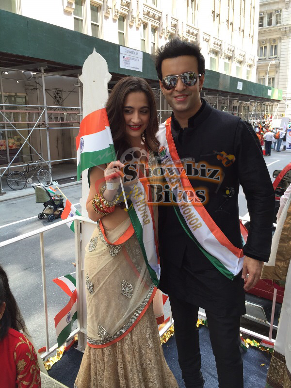 Aamir-Sanjeeda-at Indian Independence Day Parade in US-02