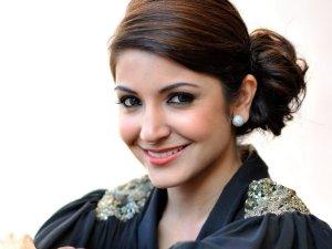 Bollywood Diva Anushka Sharma Wishes Anuj Sachdeva for Love Shagun