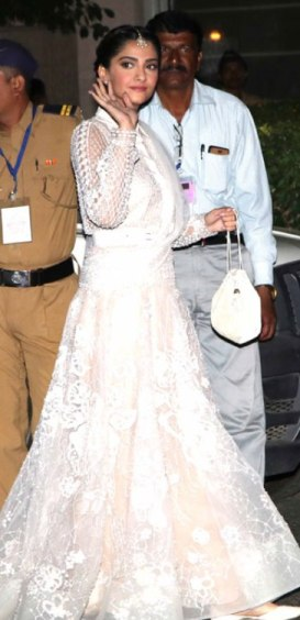 bollywood celebs attend royal dinner-13