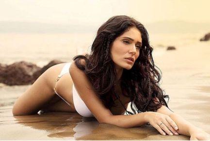 bruna abdullah hot bikini pics