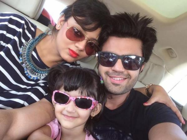 manish paul's wife and daughter