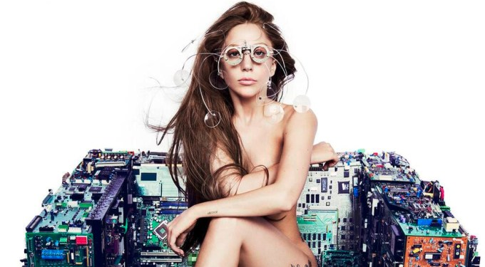 """Lady Gaga's 5 Best """"Applause"""" worthy moments!"""