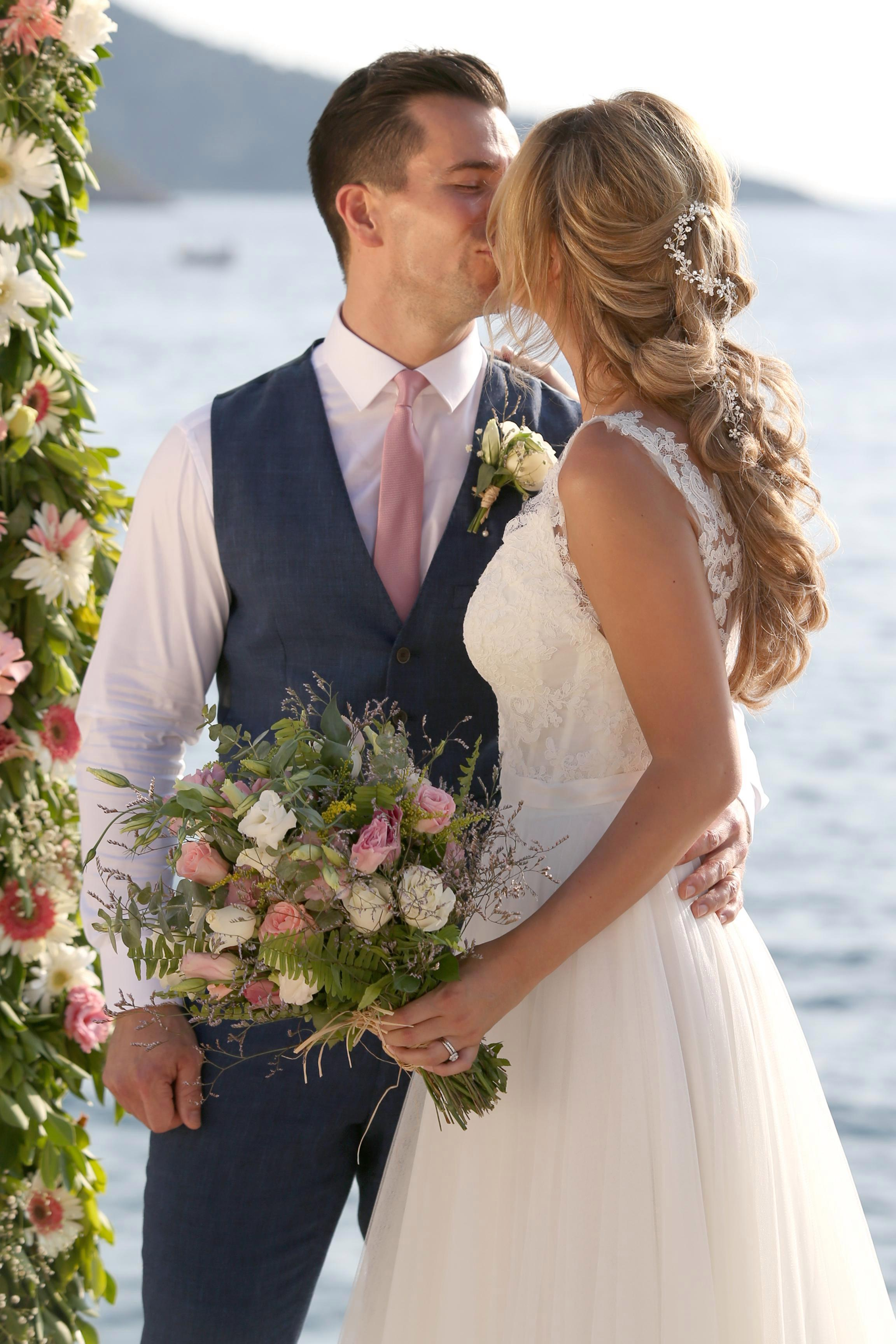 Rhian Sugden Amp Oliver Mellor Hitched In Style 3 Showccasion