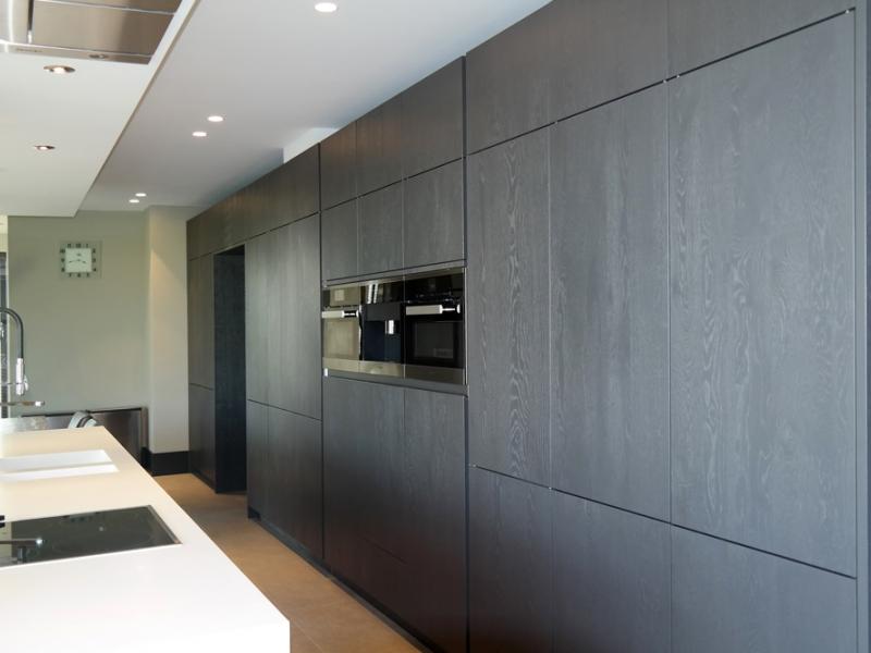Keuken met kookeiland en tafel in verlengde  Interieur