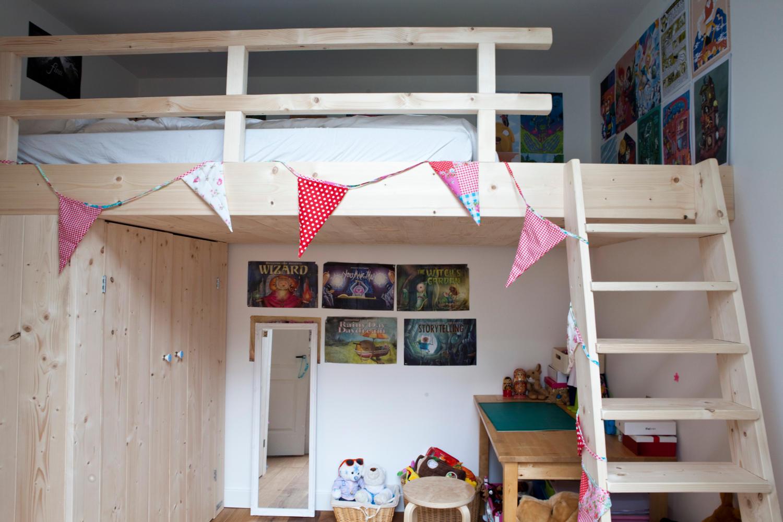 De ideale oplossing voor een kleine slaapkamer Een bed en