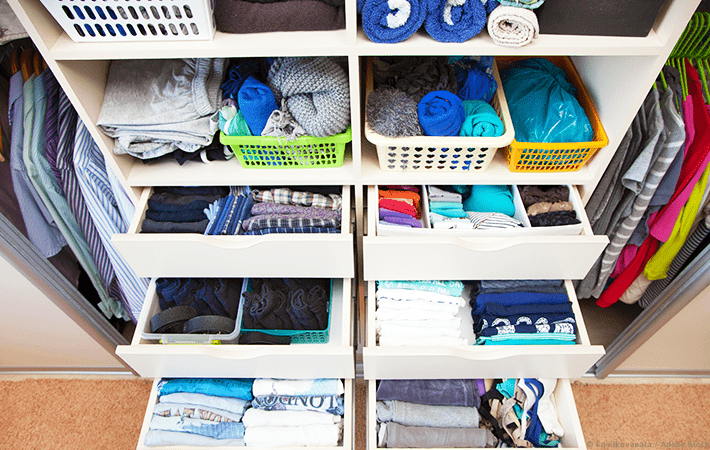 Want to start the home organization process, but not sure where or how? This simple tutorial is filled with tips and ideas on how to start organizing your home. It also includes free printables to help you declutter and get organized! #declutter #organizing