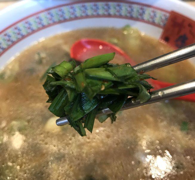 神座のラーメン雑炊にニラを投入