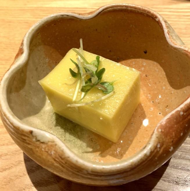 渋谷(神泉)にある「二代目 葵」のお通しのとうもろこし豆腐