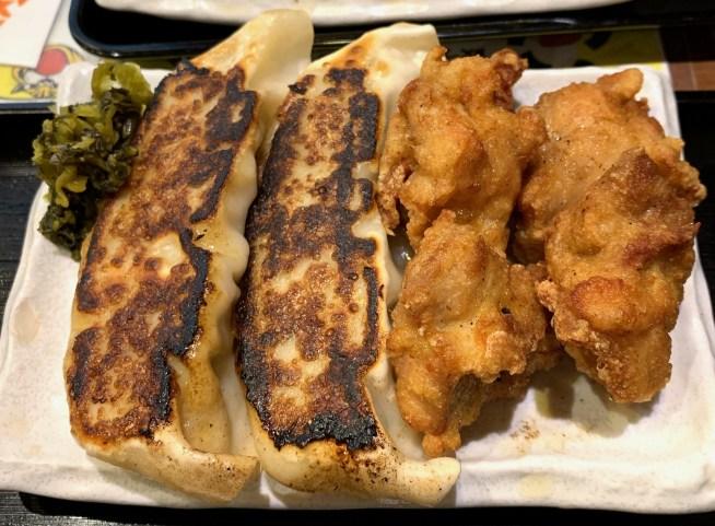 渋谷「おおとら」の相盛りランチの餃子と唐揚げ