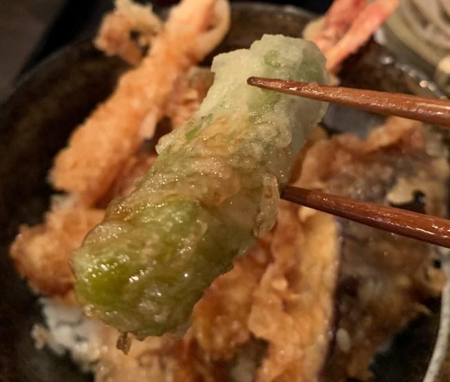 渋谷の道玄坂にある「権八」で天丼のししとう