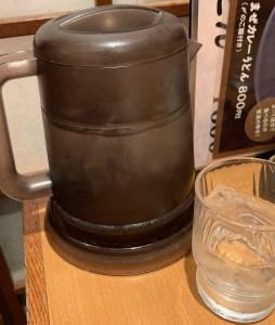カレーうどん専門店「千吉(せんきち)」の水