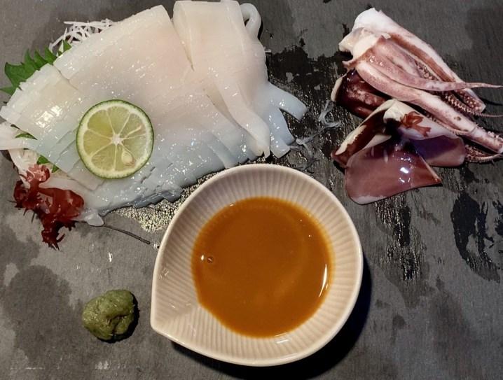 イカ刺しにウニ醤油1