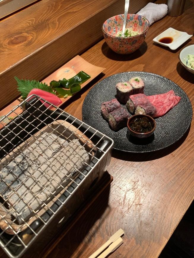 恵比寿にある寿司居酒屋「あげまき」の肉巻きねぎとろ巻き2