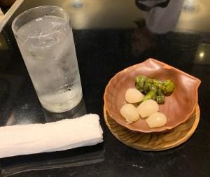 三宿「ビストロ喜楽亭」の水と漬物