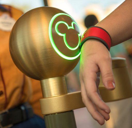 Captura de Tela 2013 01 15 às 12.21.44 - Disney cria pulseira eletrônica para aposentar fila nos brinquedos