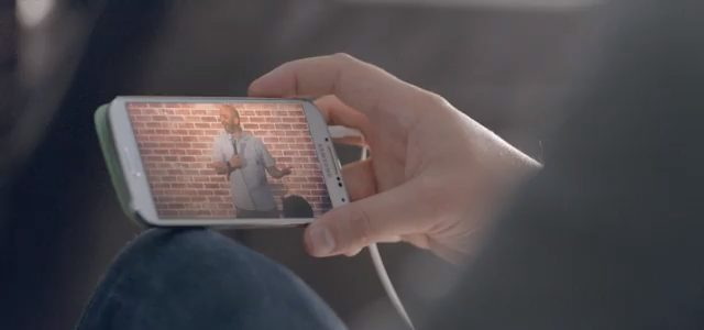 Comercial da Samsung tenta convencer que Galaxy S4 é melhor que iPhone 3