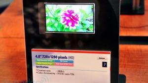 """Toshiba apresenta display de 4"""", 1280x720 e 367 ppi 16"""