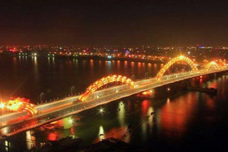 dragon bridge 1 - Vietnam tem uma ponte em forma de dragão que cospe fogo