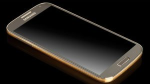 Samsung lembra que o Galaxy S4 Golden Edition veio antes do iPhone 5S dourado 5