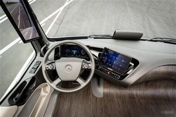 2014092518450452935 - Mercedes mostra caminhão com tecnologia que permite dirigir sozinho