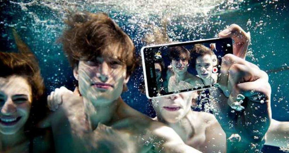 assista o unboxing do xperia z3 dentro de uma piscin - Assista o unboxing do Xperia Z3 dentro de uma piscina