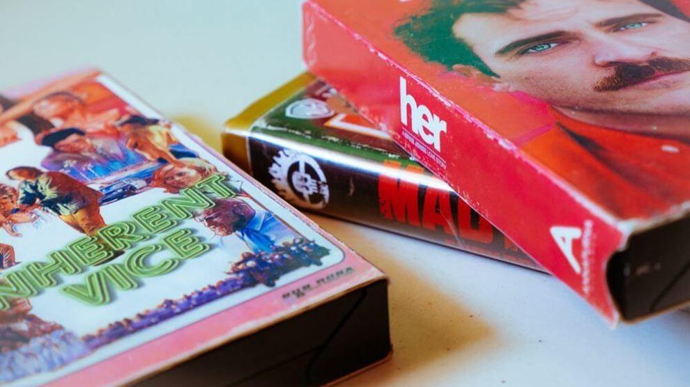 De volta para o passado: Cinéfilo adapta lançamentos do cinema em VHS 3