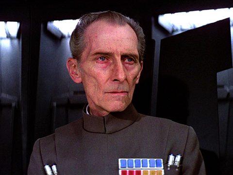 """Grand Moff Tarkin, o homem capaz de fazer Vader ser """"apenas"""" um capacho"""