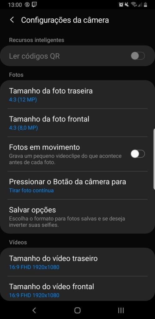 Abra o App de câmera > Configurações > Salvar opções > Imagem espelho (Selfie)