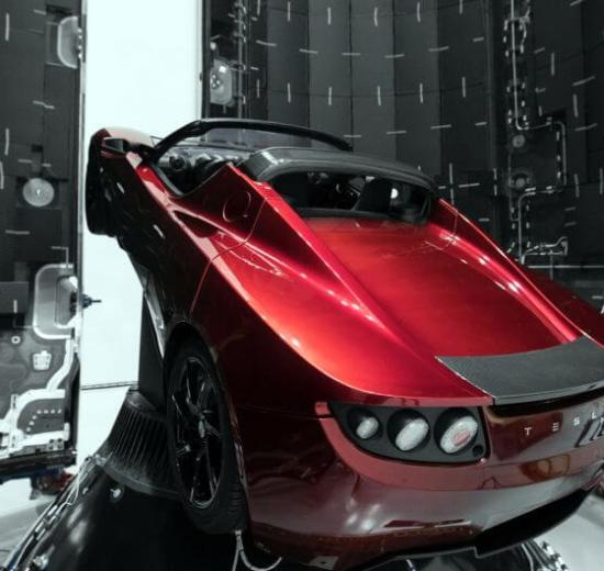 É HOJE: SpaceX lançará um carro esportivo Tesla ao espaço