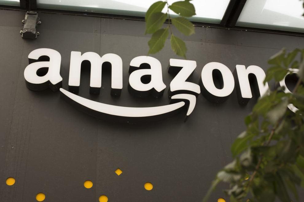 GettyImages 696679794.0 - Amazon em negociações para oferecer serviços bancários sem taxas