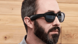 Óculos inteligentes permitem controlar a música com movimentos da cabeça 10