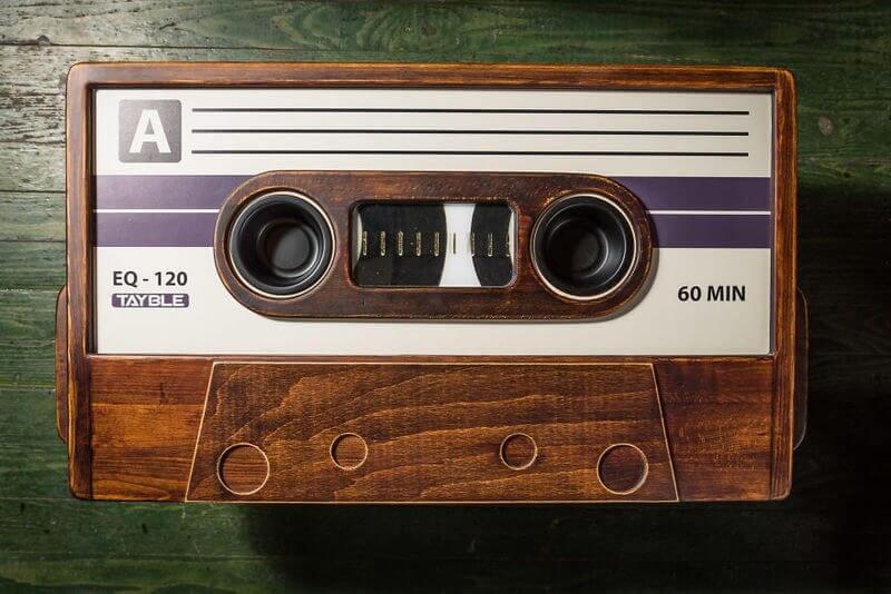 Ouça músicas MP3 com qualidade de fita cassete 8