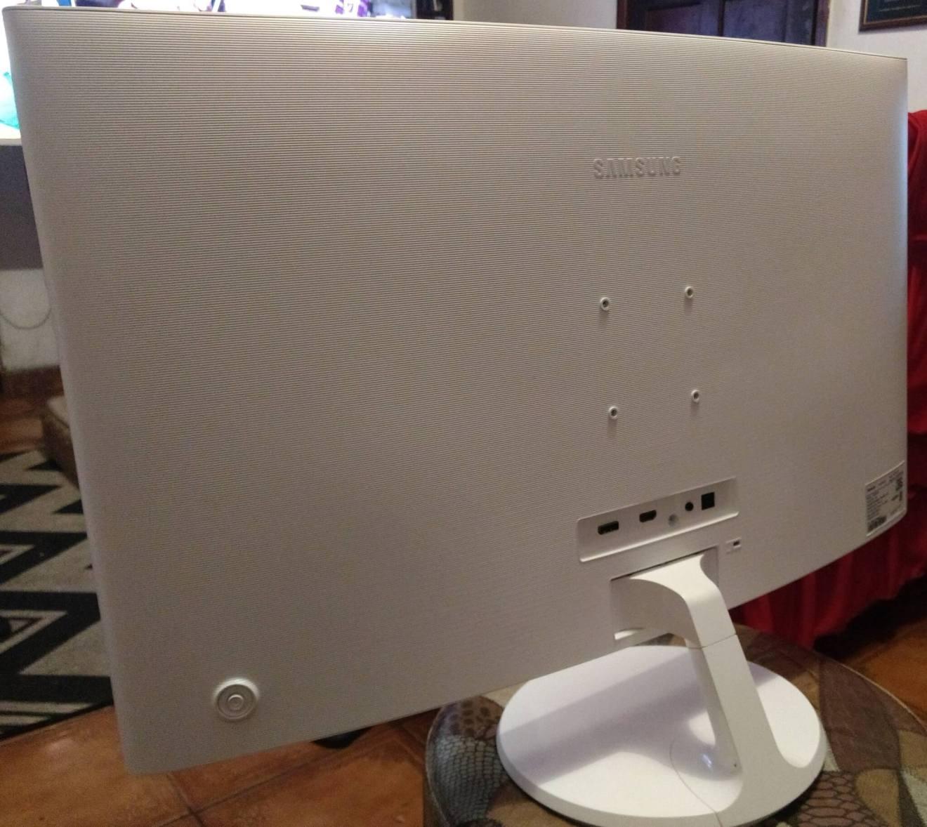 Review: monitor curvo Samsung C32F391 mescla imersão e elegância 7