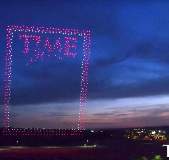 958 drones criaram a nova capa da revista TIME. Confira o resultado