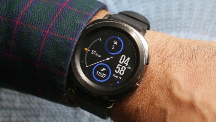 004 samsung gear sport 720x405 - Wearables: clássico ou esportivo? Como escolher seu smartwatch?