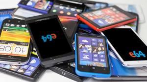 pile of mobile phones 1024x538 - Confira 10 dicas de como utilizar seu smartphone velho