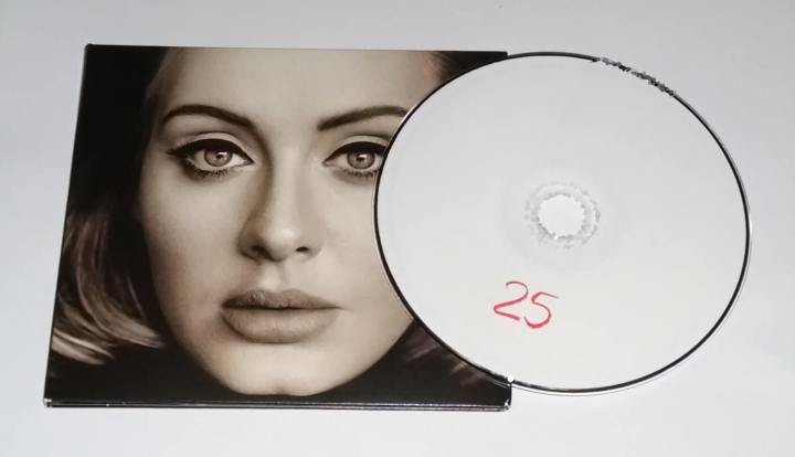 000 adele 25 deluxe edition 2015 cover proof 720x414 - Nostalgia: será que os CDs entrarão em moda mais uma vez?