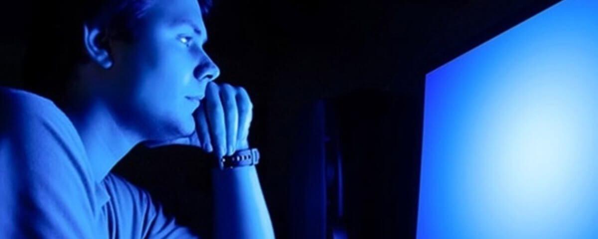 04135034049232 t1200x480 - Entenda porque a luz azul das telas pode causar cegueira