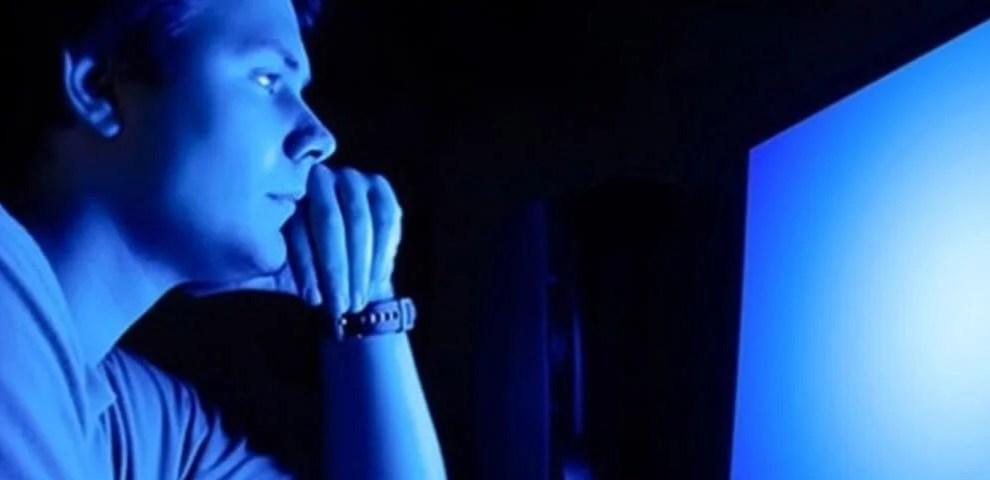 Entenda porque a luz azul das telas pode causar cegueira 4
