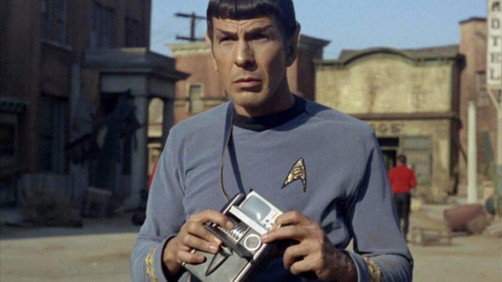 SpockTricorder 840x472 720x405 - Passado: como séries e filmes antigos imaginavam o smartphone