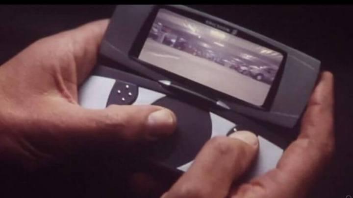 james bond phone 720x405 - Passado: como séries e filmes antigos imaginavam o smartphone